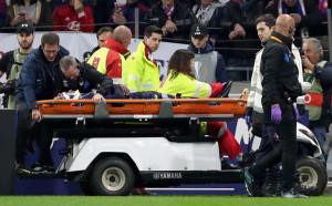 Изписаха пострадалия играч на Евертън от болницата