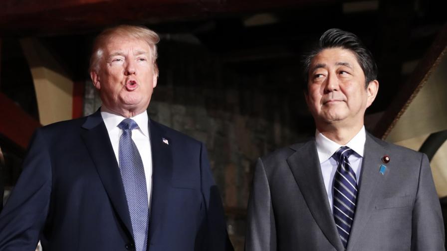Доналд Тръмп с японския премиер Шиндзо Абе