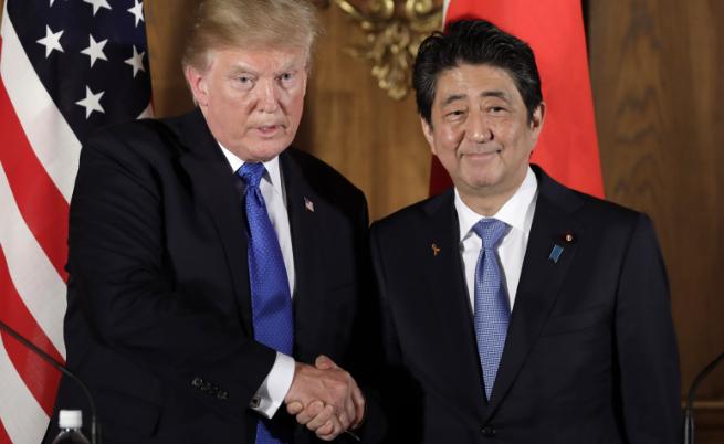 Доналд Тръмп и японския премиер Шиндзо Абе