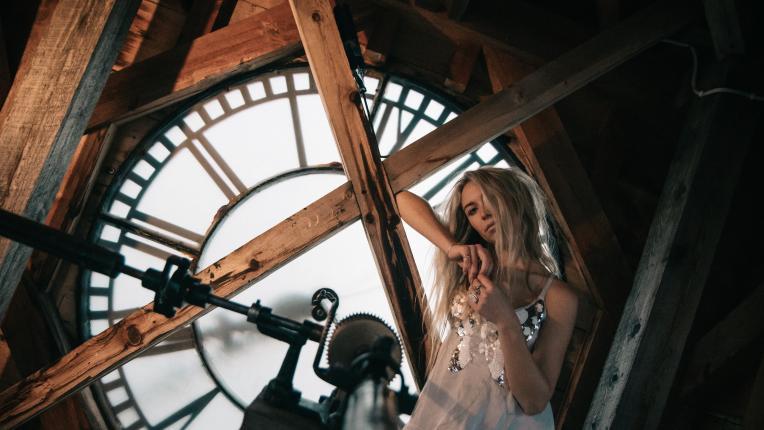 време жена