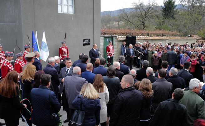 Откриването на паметната плоча на д-р Желю Желев в родното му село Веселиново