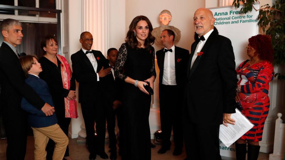 Кейт облече една и съща дантелена рокля през 2014 и 2017 в началото на бременността си с Шарлът и бъдещото кралско бебе. Тук е на събитието през 2017