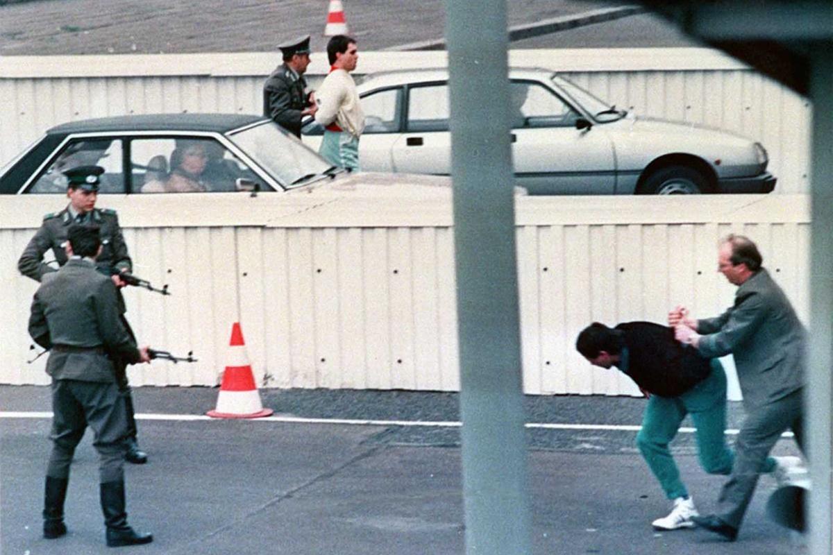 април 1989 г.
