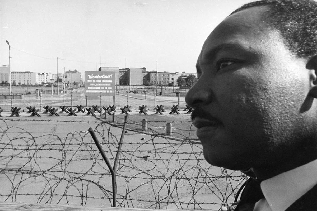 Мартин Лутър Кинг при Берлинската стена, 13 септември 1964 г.