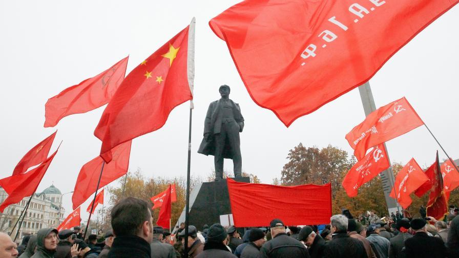 Честване на 100-годишнината от Октомврийската революция в Донецк