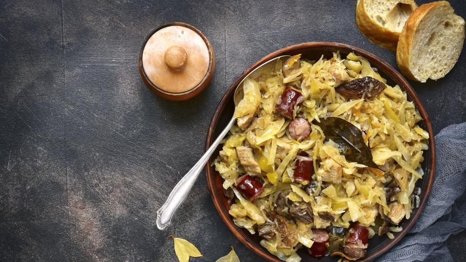 Какво да сготвим с кисело зеле: 10 апетитни рецепти за студените дни