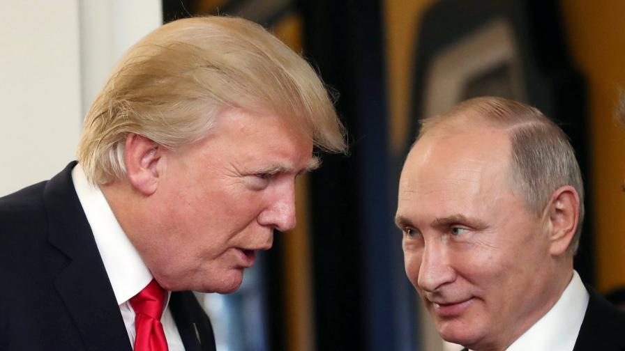 Поглед от 2022: В изгнание Тръмп туитва от Москва