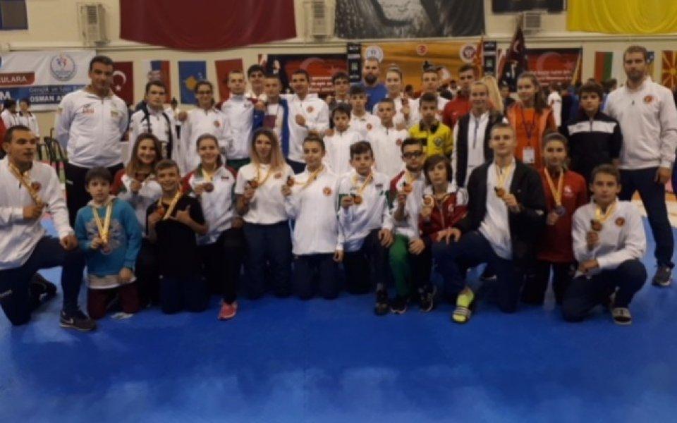 Отлично начало за България на Балканското по таекуондо