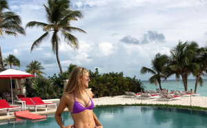 Секси канадска тенисистка отново възбужда с горещи снимки