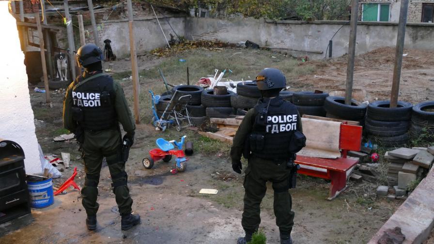 Операциите на ГДБОП, които показаха как се осъществява човешкия трафик през България в момента