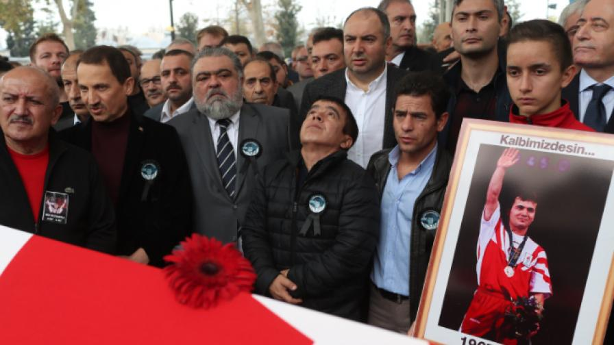 Наим Сюлейманоглу погребение