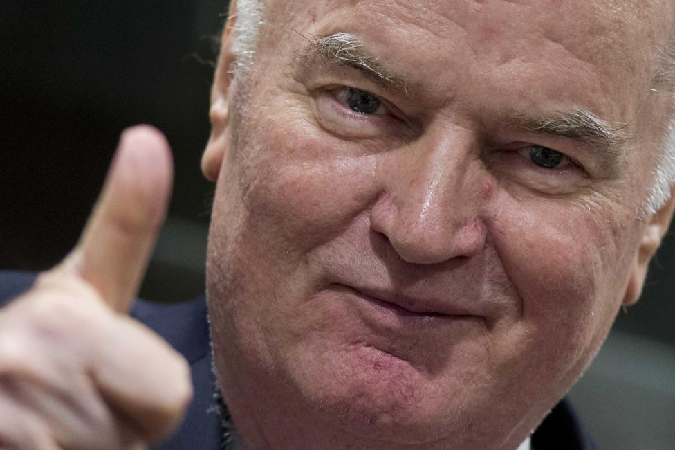- Преди прочитането на присъдата му днес Младич демонстрира добро настроение в съдебната зала в Хага. Впоследствие се разкрещя на съдиите заради...