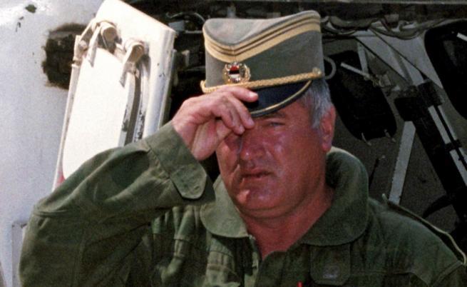 Като военен командир на босненските сърби Младич е пряко отговорен за клането в гр. Сребреница. През юли 1995г. там са убити няколко хиляди мюсюлмански мъже и момчета