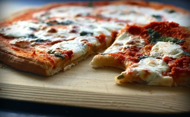 Пицата е безспорно една от най-вкусните храни.