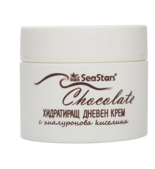 <p><strong>Хидратиращ дневен крем за лице Шоколад - Sea Stars (БАН)</strong></p>  <p>Овлажнява, подхранва и подмладява кожата, стимулира процесите на регенерация,&nbsp;премахва бръчките, предпазва от стареене.&nbsp;<strong>Активни вещества:&nbsp;</strong>хиалуронова киселина,&nbsp;екстракт от канела,&nbsp;витамин Е,&nbsp;какаово масло, с UVA и UVB филтър</p>