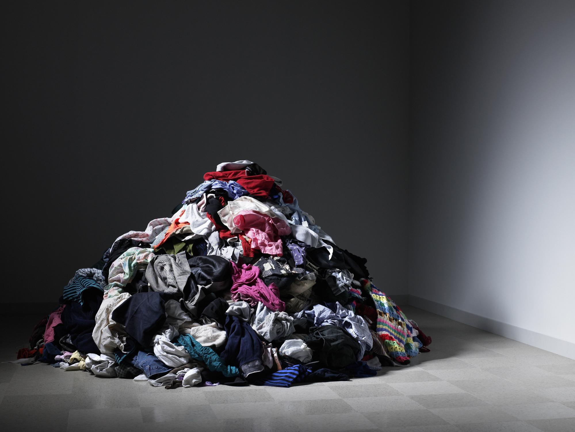 Стари, скъсани дрехи или такива, които вече не ви стават.