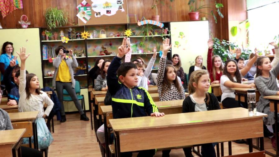 <p>Получаването на помощи се обвързва с редовното посещение на училище</p>