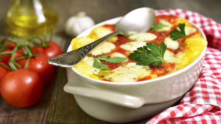 Печен качамак с доматен сос