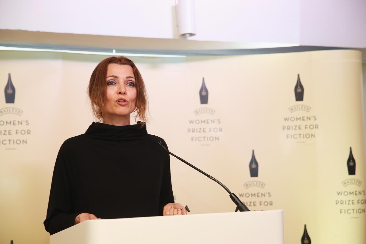 Турската писателка Елиф Шафак е феминист, говори гласно за неспазването на човешките права, а книгите й са разтърсили милиони читатели по света. Тя се интересува дълбоко от суфизма.