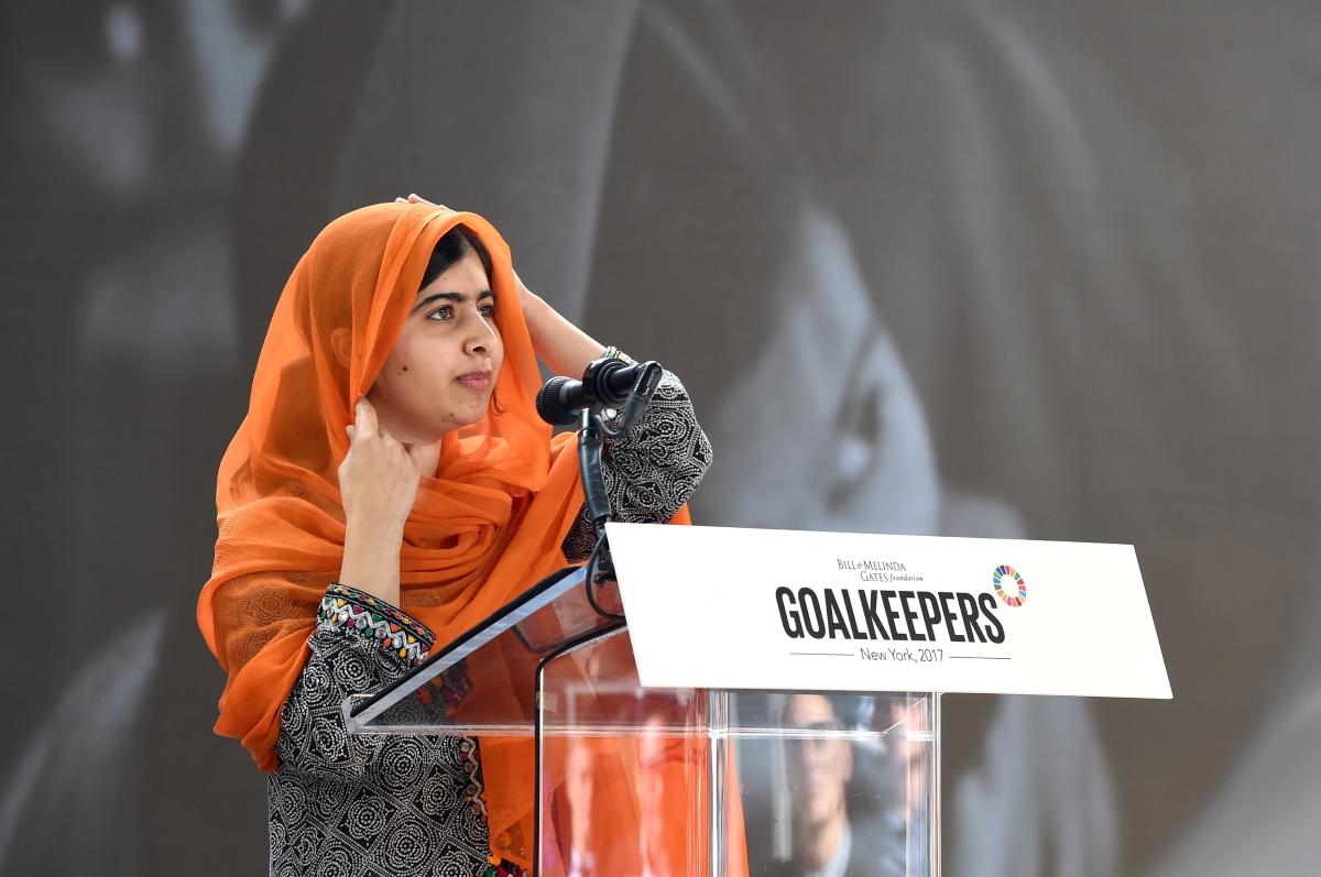 Малала. Момичето, което изуми света. Простреляна в главата от талибани, днес тя се бори за правата на децата по цял свят и правото им на образование. Най-младата носителка на Нобеловата награда за мир.