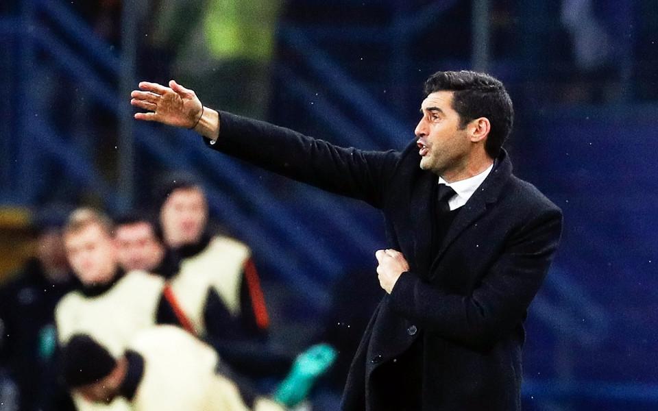 Треньорът на Шахтьор Донецк – новият Зоро (снимка)