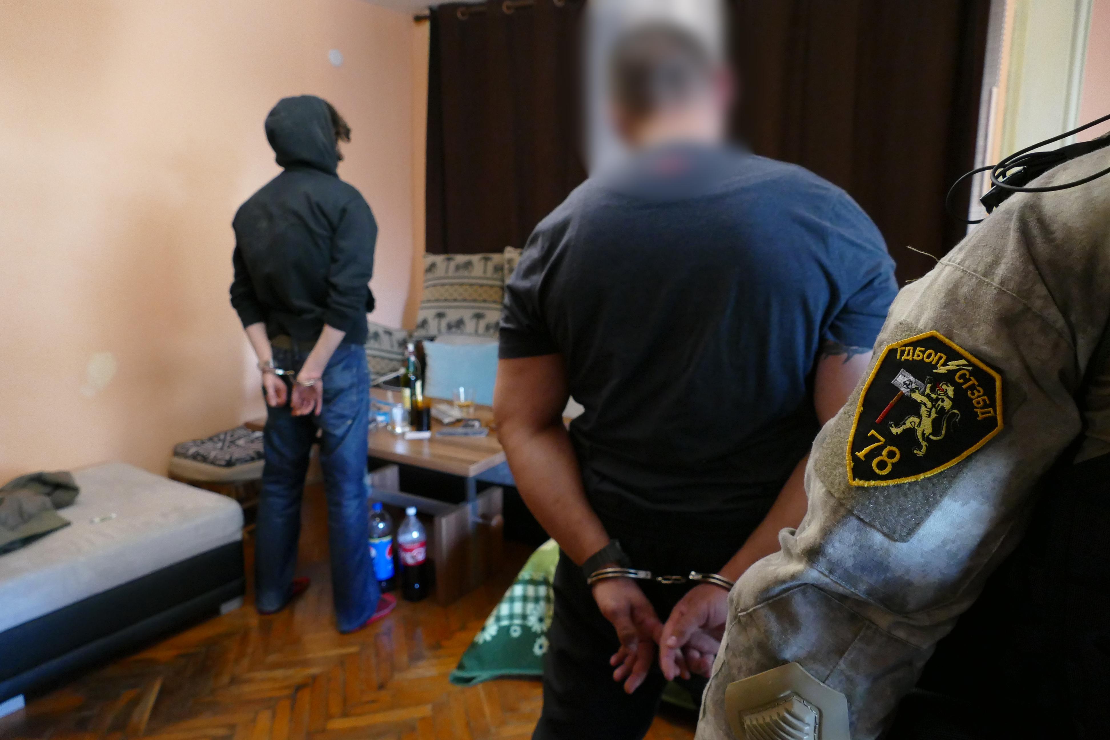 Служители на ГДБОП разбиха  организирана престъпна група, произвеждала и разпространявала наркотични вещества.