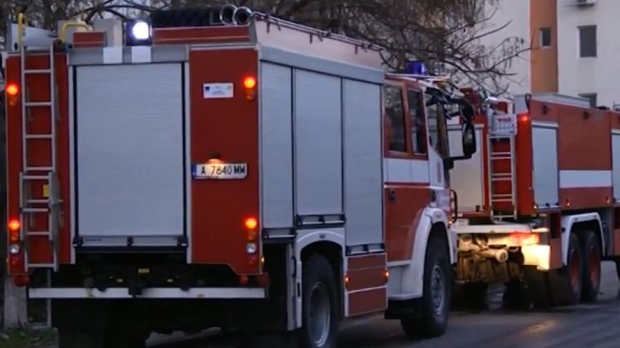 Голям пожар избухна в бургаски квартал (ВИДЕО)