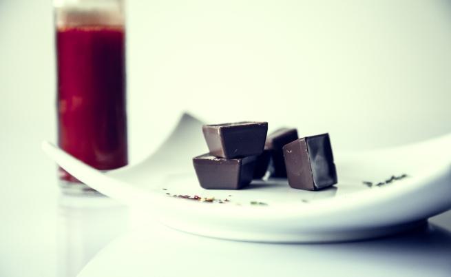 Тъмният шоколад е строго забранен за кучетата.