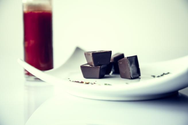 - Натуралният шоколад, който съдържа над 70% какао ще бъде сред задължителните за кръвообръщението храни.