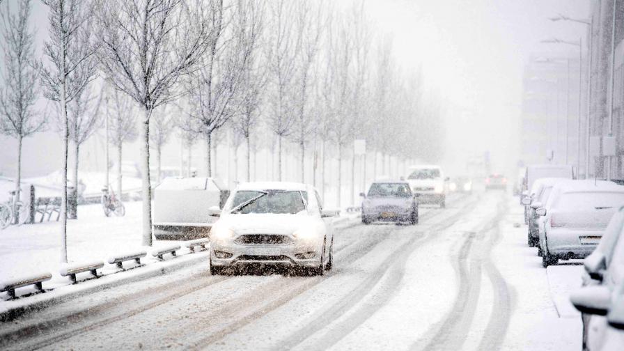Снеговалежи предизвикаха транспортен хаос в Гърция