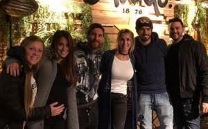 Меси и съпругата му посетиха новия ресторант на Луис Суарес