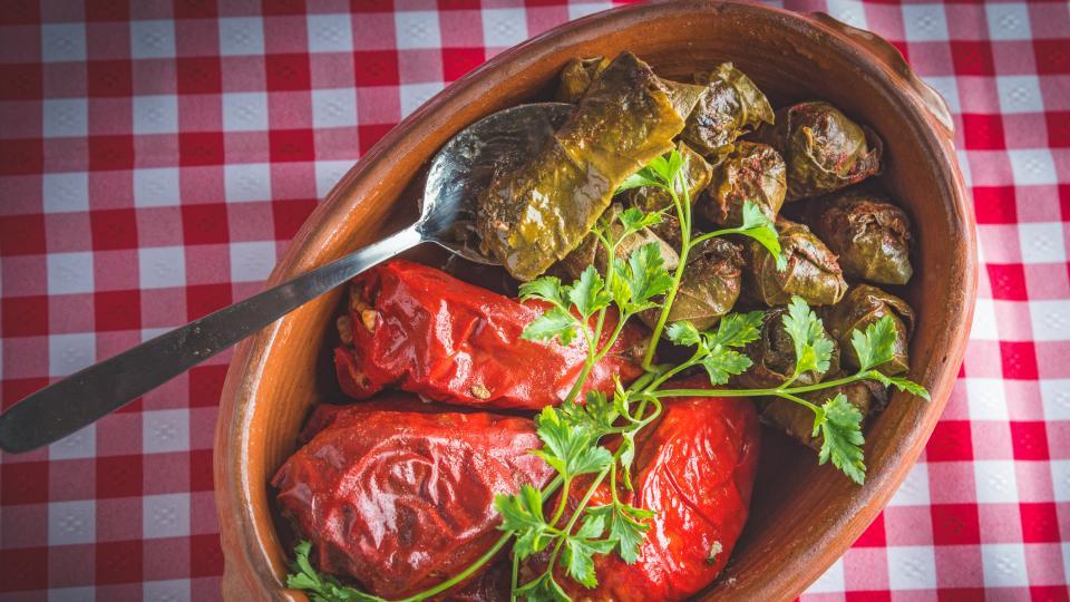 Пълнени сушени чушки със зеленчуци