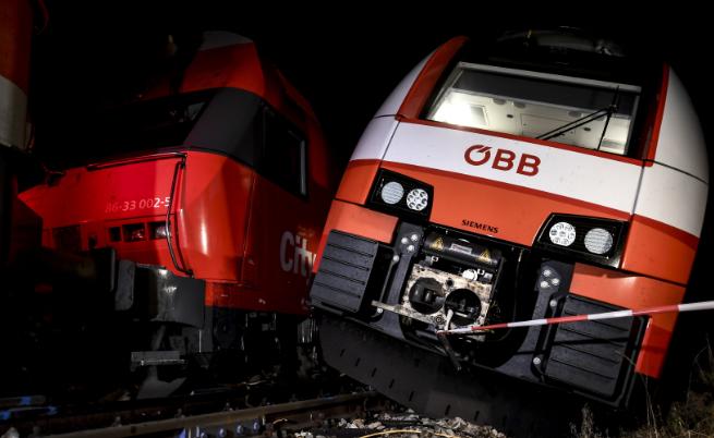 Два влака се сблъскаха в Австрия, има ранени