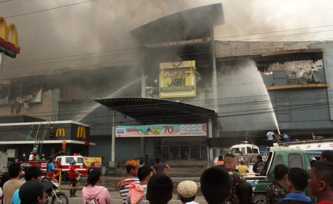 Трагедия във Филипините: Близо 40 загинаха при пожар в мол (ВИДЕО)