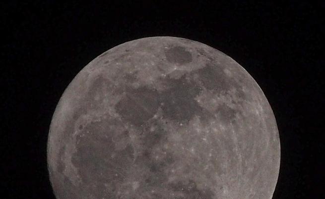 Европа ще изследва тъмната страна на Луната