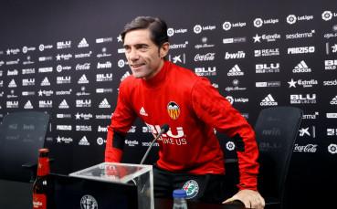 Валенсия задържа треньора си с нов договор