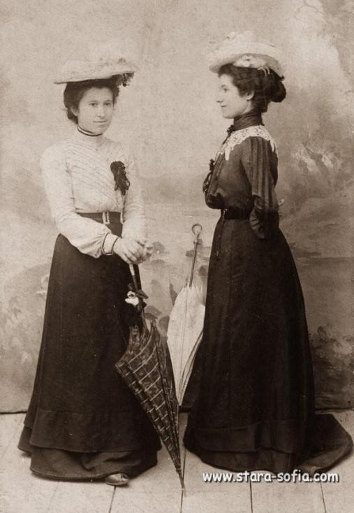 - Снимките в галерията обхващат периода от началото и средата на XX век.