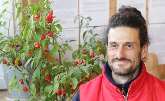 Защо българин се завърна от френски остров, за да живее на село