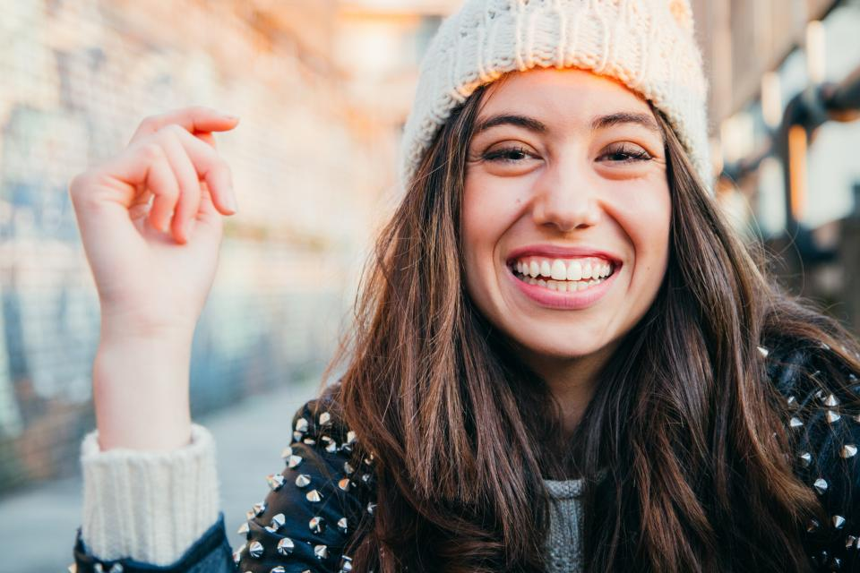 жена усмивка радост