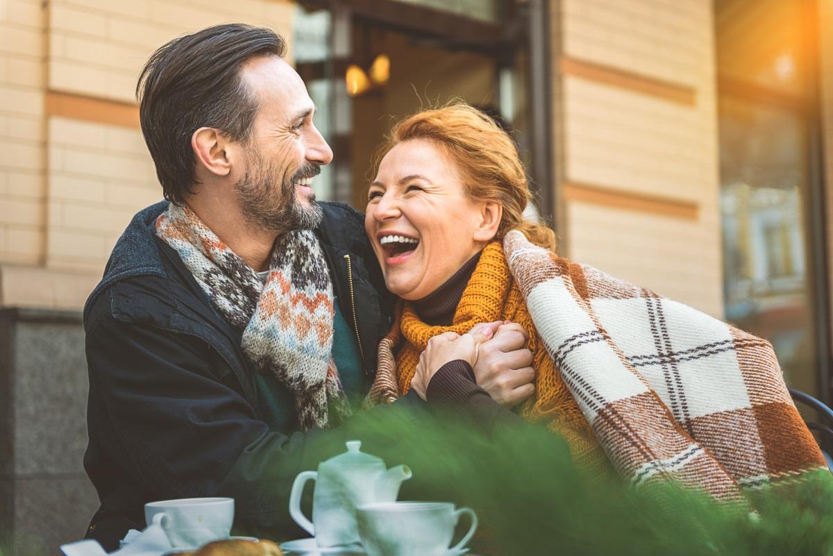 <p><strong>Не се смеете достатъчно</strong></p>  <p>Наистина животът може да бъде суров, но е важно да запазим чувството си за хумор. Научно изследване показва, че ако редовно се смеем, това ще има няколко ползи за здравето ни. Смехът стимулира работата на сърцето, дробовете и мускулите и увеличава освобождаването на ендорфини в мозъка. Освен това той помага да се справим със стреса, укрепва имунната система и облекчава болката.</p>
