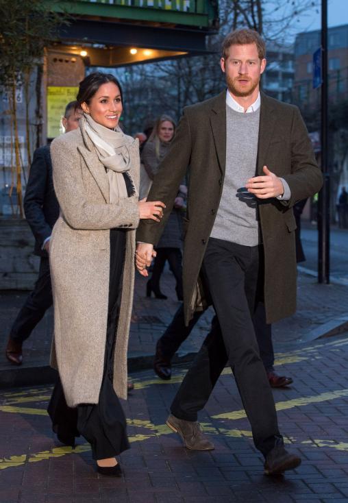 - Принц Хари и бъдещата му съпруга Меган Маркъл посетиха радиостанция в Брикстън, която се намира в южната част на Лондон. Влюбените имаха възможността...