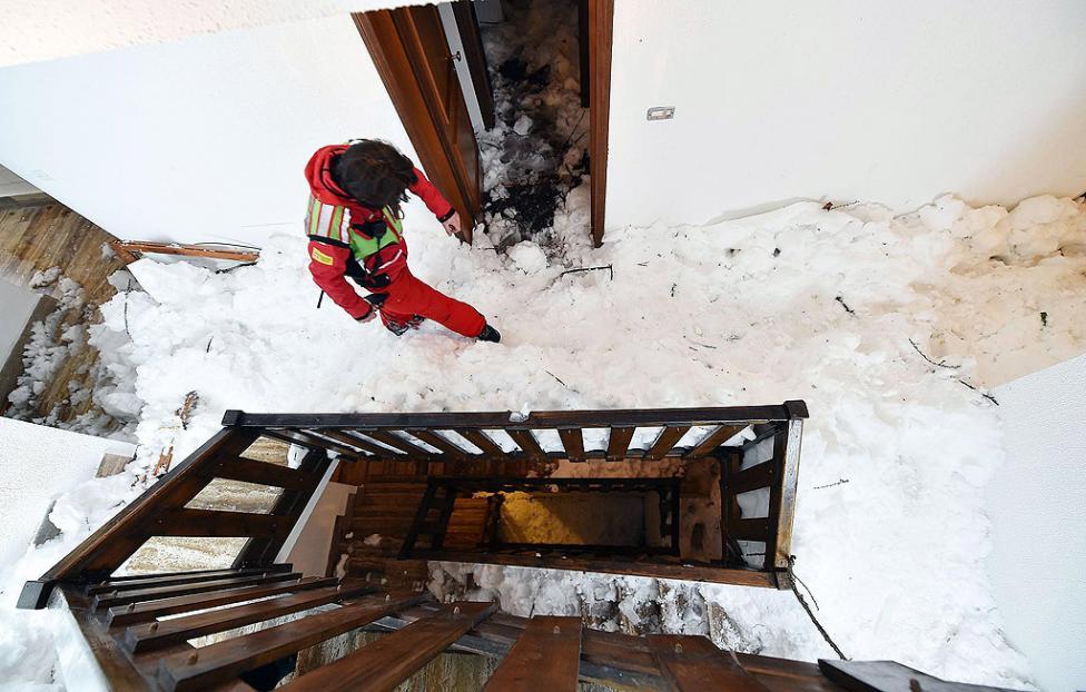 - Лавина удари къща в италианския зимен курорт Сестриере. 29 души бяха евакуирани, след като властите издадоха предупреждение за голяма опасност от...