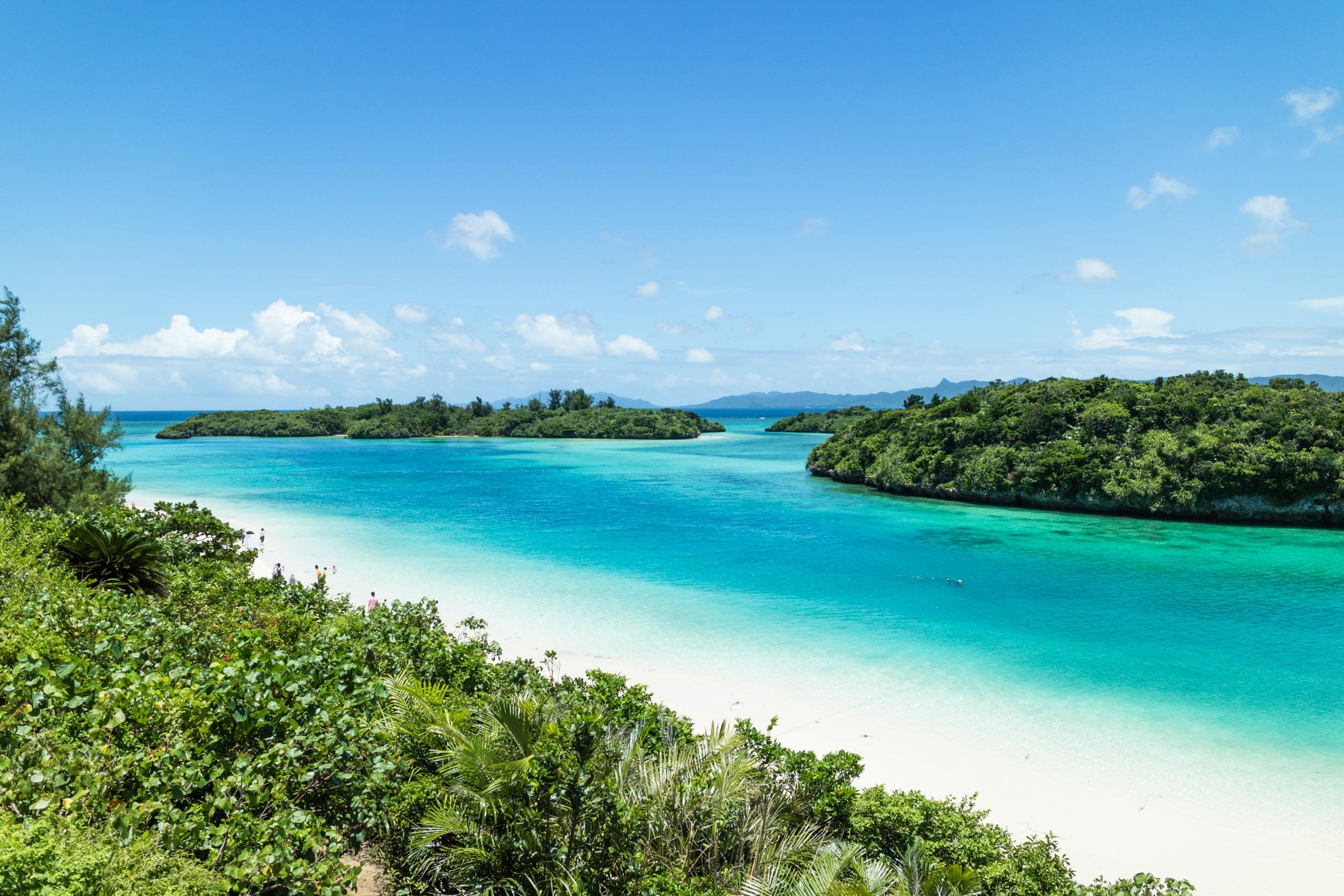 Ишигаки, Япония.Островът е красив микс от различни ландшафти – пясъчни плажове, коралови рифове, планини и мангрови гори. Възможността да се докоснете до всяко едно място в рамките на един ден, прави остров Ишигаки все по-популярен сред туристите.