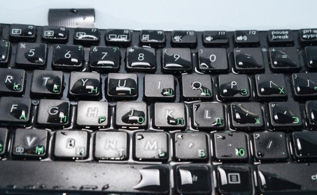 Протектор за клавиатура, който ще пази лаптопа им от непредвидени ситуации.