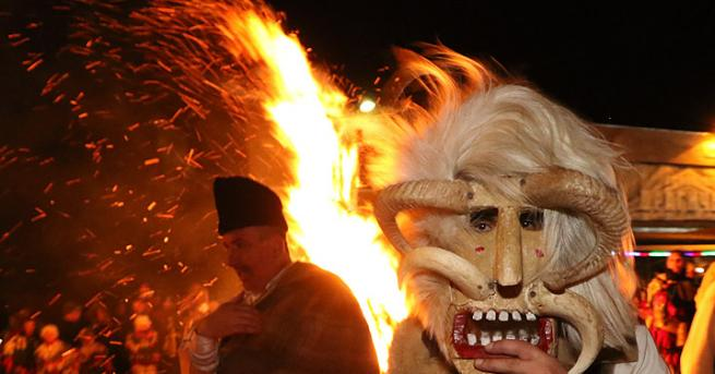 По традиция вечерта на 13 януари районът на Перник беше