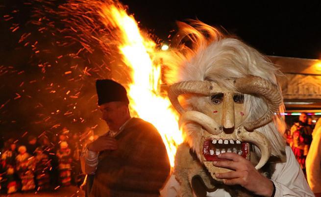 Вълшебна нощ на Сурва в Пернишко (СНИМКИ)