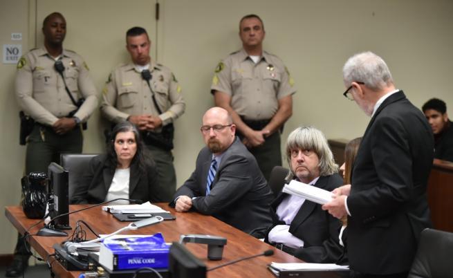 Луиз и Дейвид Търпин в съдебната зала