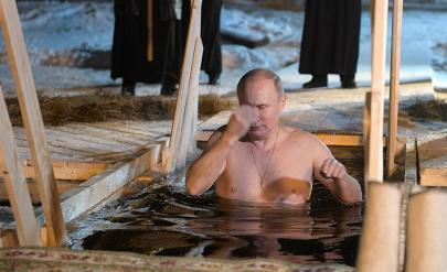 Русия се уплаши от студа. Путин гол и смел, показан от Кремъл