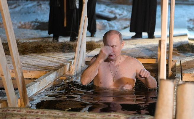 Путин не се уплаши от леда, потопи се в замръзнало езеро за Богоявление