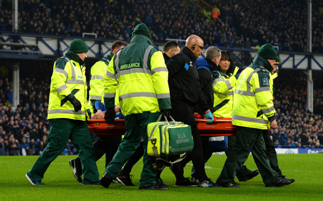 Ужасяващ инцидент се случи с футболиста на Евертън Джеймс МакКарти.